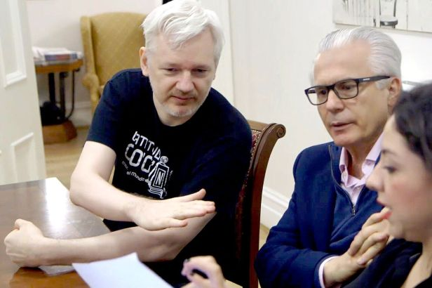 HACKING-JUSTICE-Garzon-and-Assange_01_preview